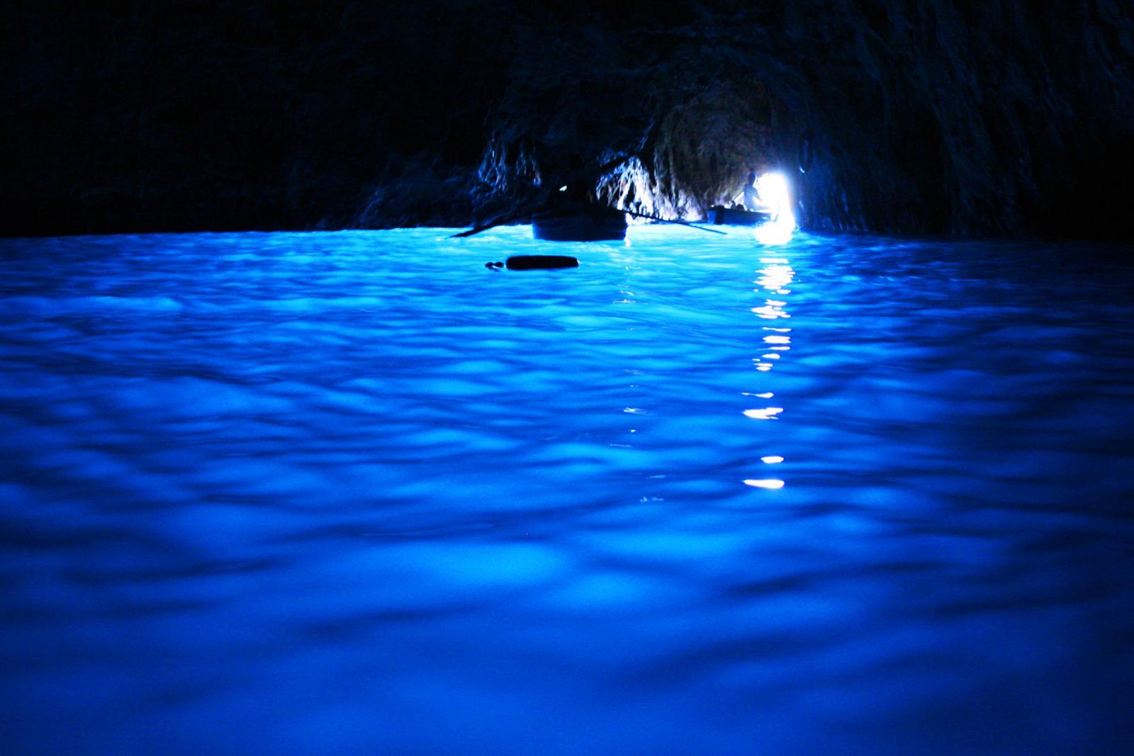 Capri island boat tour sorrento coast amalfi coast hostel luxury room pool blue grotto