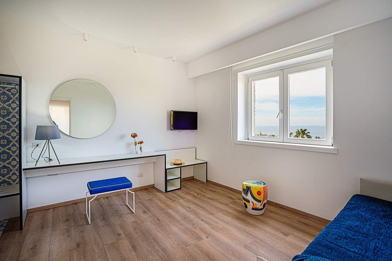 Domo20 Junior Suite Luxury Hostel Sorrento Coast Amalfi Vico Equense Pompeii Naples Italy Restaurant Mima Pool 8