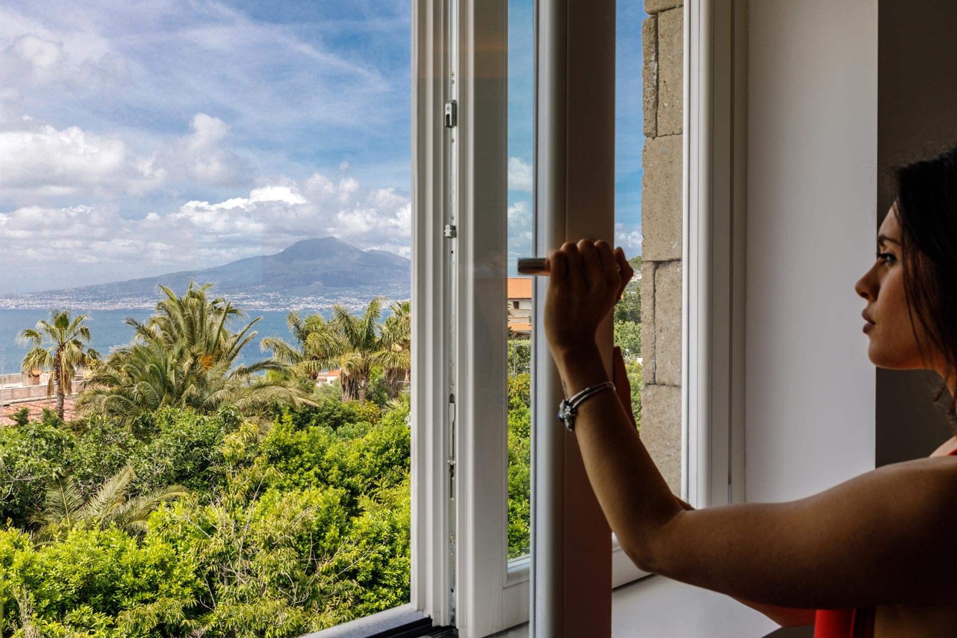 Domo20 Luxury Room Hostel Sorrento Coast Amalfi Vico Equense Pompeii Naples Italy Restaurant Mima Pool d20_deluxemarefinestra_01